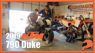 9. 2019 KTM 790 Duke Unboxing & Initial Impressions | Ride On Moto