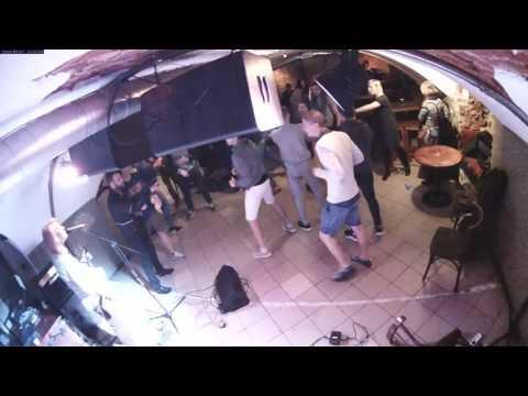 Массовая драка в клубе в Латвии