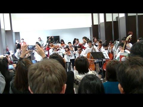 福島県相馬市の子どもオーケストラが「あまちゃん」ゲリラライブ!