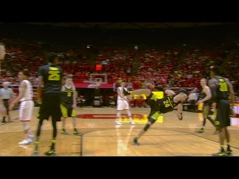 Oregon's Dillon Brooks Flops, Gets Booed vs. Utah | CampusInsiders (видео)