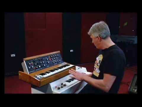 Mellotron - Robert Webb, keyboard player with England (Progressive Music Group) demonstrates 'Epitaph' on the Mellotron & Minimoog. He also talks about King Crimson's ma...