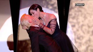 Video Torride baiser entre Monica Belluci et Alex Lutz ! - Festival de Cannes 2017 MP3, 3GP, MP4, WEBM, AVI, FLV Mei 2017