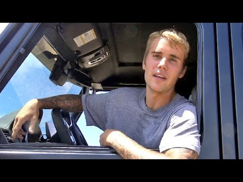 Justin Bieber Has A Heart-To-Heart With Photographer About The Truck Accident
