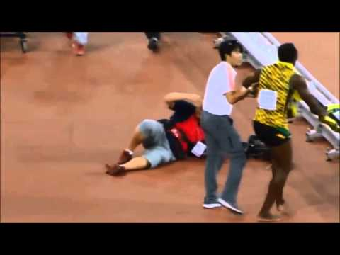 Chinese Cameraman falls on Usain Bolt with segway after Men's 200m Final