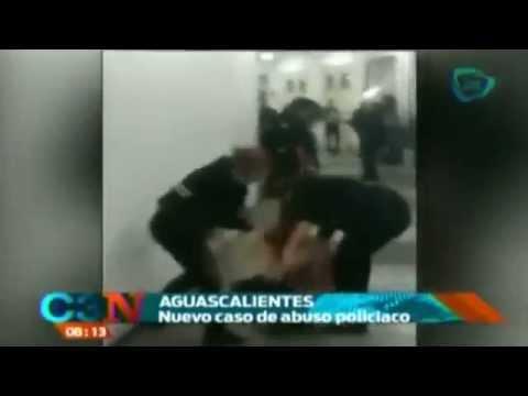 Policías golpean a mujer en la Feria de San Marcos