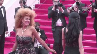 Video Afida Turner - Sa montée des marches EN LIVE du festival de Cannes MP3, 3GP, MP4, WEBM, AVI, FLV Juli 2017