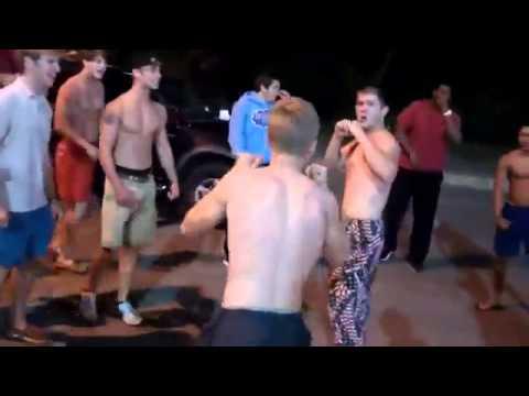 Chuderlak trenujący MMA spuszcza wpie*dol mieśniakowi z siłowni