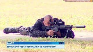 Policiais fazem treinamento para certificar a qualidade da segurança de aeroporto