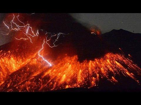 Ιαπωνία: Εντυπωσιακές εικόνες από το ηφαίστειο Σακουρατζίμα