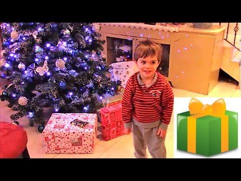 Regali per Bambini sotto l'albero di Natale. Christmas Gifts Opening!