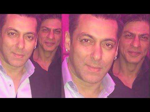 Salman Khan Shahrukh Khan Take A Selfie Together -