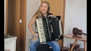 Gitana - SHAKIRA (Bia Socek) Shakira na sanfona