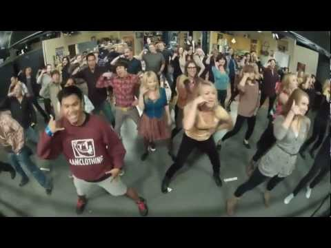 version - The Big Bang Theory Flash mob! Tracklist : 0:14 Carly Rae Jepsen - Call Me Maybe 0:53 Kanye West ft. Jamie Foxx - Gold Digger 1:36 Beyoncé - Run The World (G...