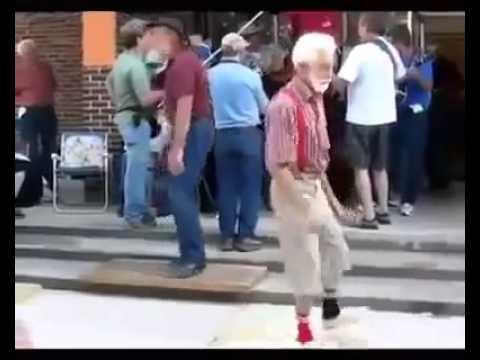 Ông già nhảy like a boss!