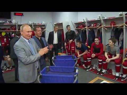 Владимир Путин поблагодарил российских хоккеистов, обыгравших канадцев на Кубке мира среди юниоров.