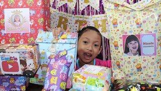 Video Buka Kado Hadiah Ulang Tahun ♥ Dapat Mainan Apa ya... MP3, 3GP, MP4, WEBM, AVI, FLV April 2019