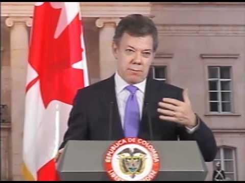 El Primer Ministro de Canadá, Stephen Harper y el presidente de Colombia, Juan Manuel Santos, hablan