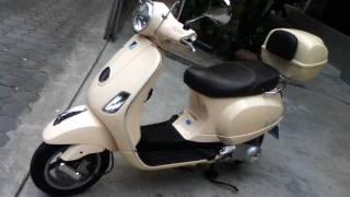 1. 2011 Vespa LX150 ie