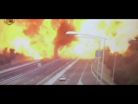 Italien: Tanklastwagen explodiert auf Autobahnbrücke  ...