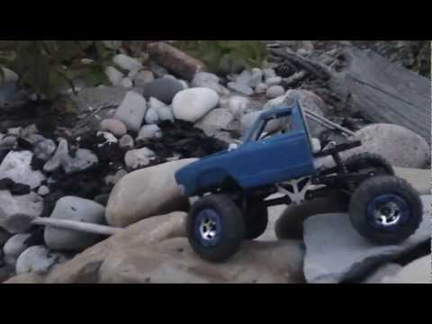 Losi 1:24 Trail Trekker and Micro Crawler (Blue Datsun Scaler) Beach Crawl