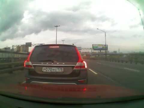 Учитель на путепроводе Московского шоссе, перед Азс Кириши