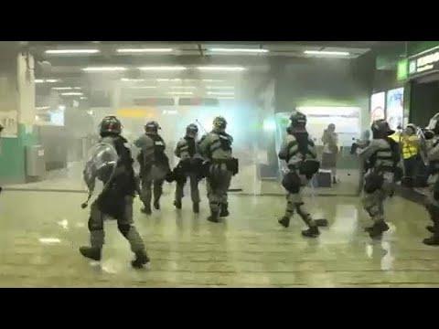 China: Polizei mit Tränengas gegen Demonstranten in H ...