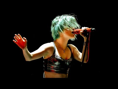 Paramore - Misery Business at Reading 2014
