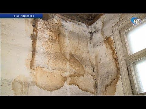 Жители одного из домов поселка Парфино опасаются, что их дом скоро рухнет