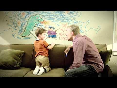 Pappa ger några visa ord till sin son