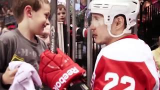 Video Hockey players making fans days MP3, 3GP, MP4, WEBM, AVI, FLV Januari 2019