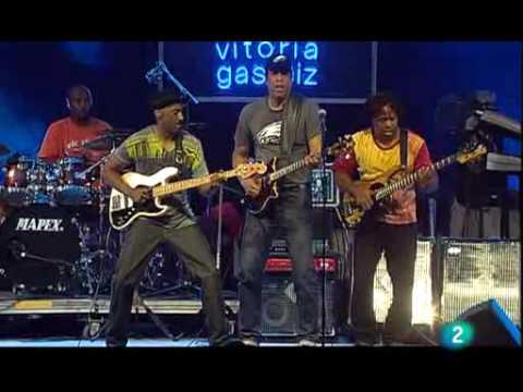 Stanley Clarke, Marcus Miller & Victor Wooten – Beat It