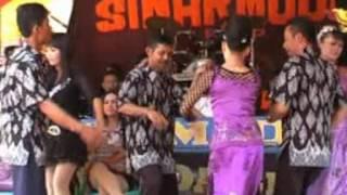 Khitanan Rafi   Bangreng Sinar Muda   Kasenian Sunda   di Desa Bangbayang sumedang Situraja   Peuyeu