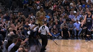 Spurs Go Full-Court Without Dribbling! March 23, 2017 by NBA