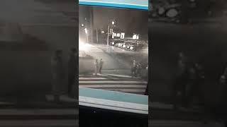 W Poznaniu zaatakowano policjantów podczas zatrzymania. Nagranie z monitoringu