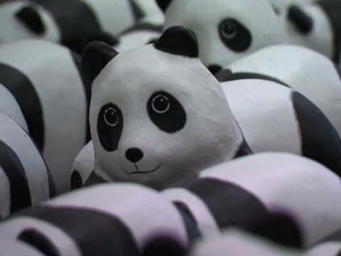 1 600 Paper Pandas Arrive at Hong Kong Airport