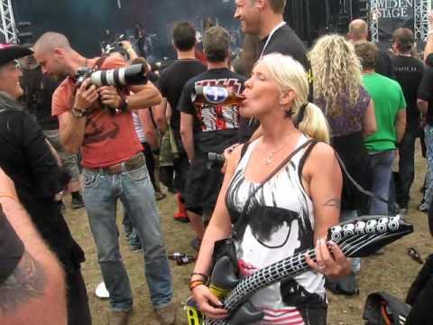dansband - Mera dansband på Sweden rock festival!!! Följ oss på: www.facebook.com/dovarova.