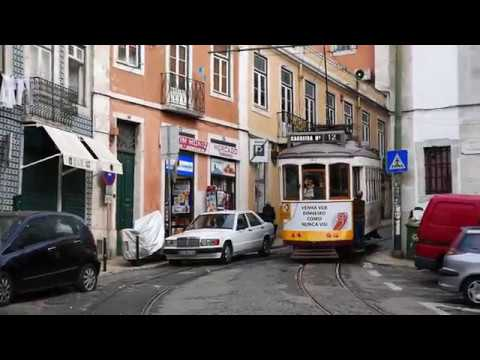 A Walk Through Lisbon's Neighborhood Of Mouraria (видео)