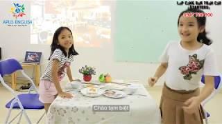 Sarah (Phương Trinh) and Emma (Bảo Nhi) at the restaurant - APUS ENGLISH