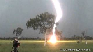 http://www.ntwildscapes.com http://www.youtube.com/willz75 This massive clear air bolt (cloud-to-ground lightning bolt) hit about...