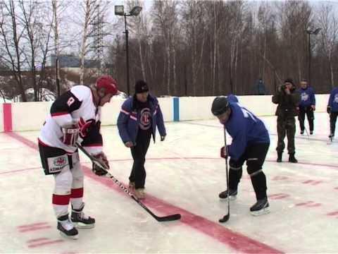 """Ветераны ХК """"Автомобилист"""" сыграли в хоккей с командой ОМОН на новом корте"""