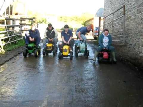 North Somerset Young Farmers Pedal Tractor Racing - Race 1!