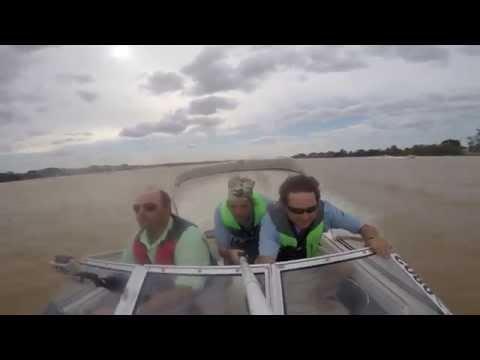 Το βίντεο που κόβει την ανάσα: Αεροπλάνο παραλίγο να συγκρουστεί με σκάφος