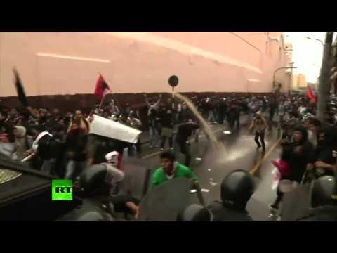 Perú: Violentos enfrentamientos entre manifestantes y la Policía frente al Congreso