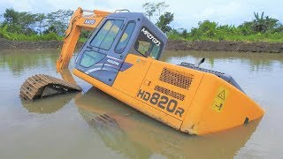 Video Excavator Stuck And Sink Heavy Recovery Kato HD820R Extended MP3, 3GP, MP4, WEBM, AVI, FLV Juni 2018