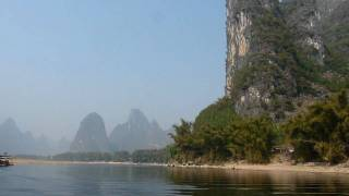 Bamboo rafting on the Li River 漓江
