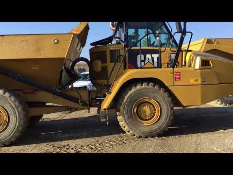 CATERPILLAR TOMBEREAUX ARTICULÉS 730C equipment video JovNlf0J_Jw
