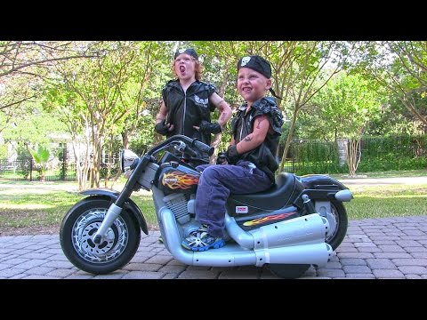 Power Wheels Harley Davidson Ride On Kids Motorcycle - Unboxing and Riding