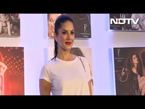 Video Sunny Leone talks about her photos at Dabboo Ratnani's 2018 Calendar Launch download in MP3, 3GP, MP4, WEBM, AVI, FLV January 2017