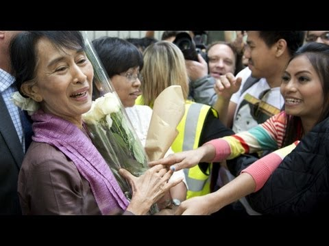 Suu Kyi returns to Britain after 24 years