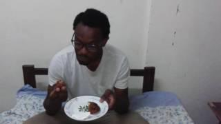 Je suis actuellement à Kinshasa pour préparer la nouvelle version de Litéya ya Lingála. En attendant d'avoir fini, découvrez ces délicieuses boulettes de mbika ...